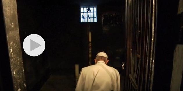 Papa Francesco visita i lager di Auschwitz e Birkenau: Signore perdono per tanta crudeltà! Un silenzio che parla da solo
