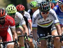 Tour de France continua, in silenzio per omaggiare le vittime
