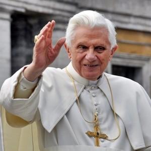 """""""Ratzinger visse un grande amore, difficile la scelta del celibato"""""""