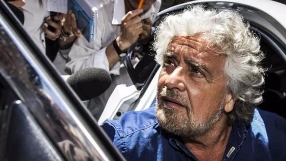 Grillo all'ambasciata cinese, polemica su Conte che rinuncia. Il comico sempre più solo