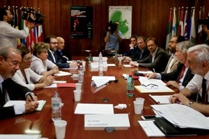 Gentiloni chiede mano a sindacati