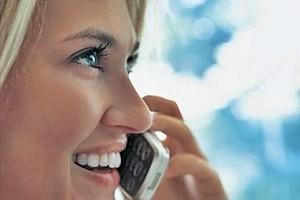 Commissione Ue, uso all'estero di cellulari e smartphone alle stesse tariffe di casa