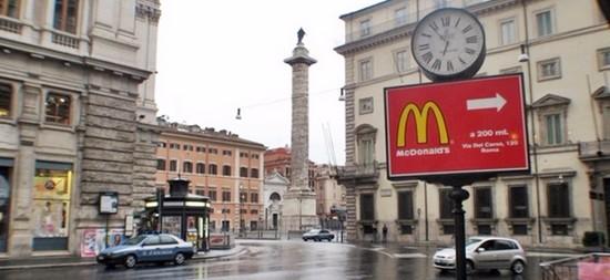 """Vaticano, anche i cardinali contro il Mc Donald's. Gli abitanti del quartiere: """"La Raggi assente"""""""