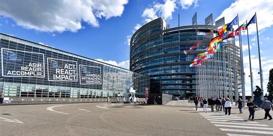 """Ora l'Europa ci impone anche le tasse: """"Introdurre un'imposta nazionale"""" sui rifiuti"""