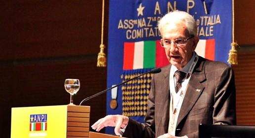 Referendum, partigiani italiani confermano No: Renzi e Napolitano poco credibili. Anche Grillo pronto a scendere in piazza per il No
