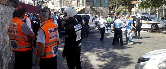 Attentato a Gerusalemme, almeno sei feriti in sparatoria. Ucciso dalla polizia l'assalitore