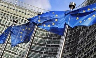 Eurozona, nuovo calo Pil a fine 2020. Euro giù, i moniti della Bce