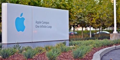 """""""Effetto Trump"""" su Apple: in studio piani per produrre gli iPhone in Usa"""