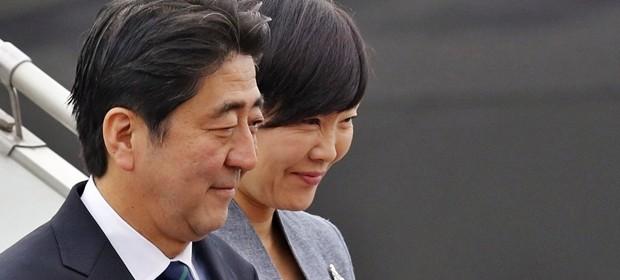 """Sicurezza e libero scambio, Abe """"studia"""" Trump in vista dell'imminente incontro"""
