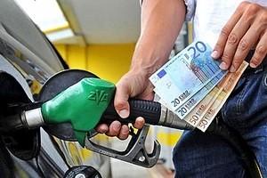 Benzina, stangata da 130 milioni sugli italiani tra Natale e Capodanno