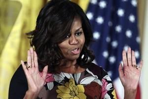 Michelle Obama: mi sento sempre vulnerabile. Il 5 dicembre sarà a Parigi