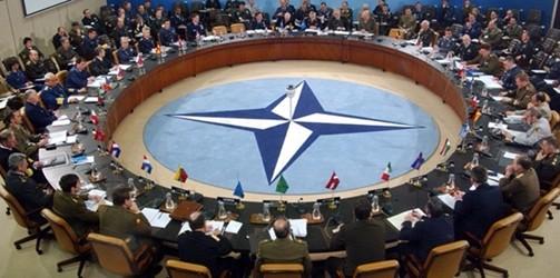 """Vertice Nato, Trump metterà alla prova rapporti con alleati. Il presidente americano: """"Spendiamo molto più degli altri Paesi"""""""