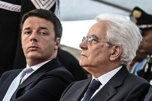 Mattarella lo ringrazia, ma Renzi diserta il Quirinale. L'ex premier a Roma riunisce segretari
