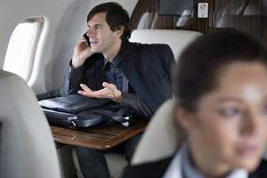 """Stati Uniti, sì all'uso dei telefoni a bordo degli aerei. Ma avvertire dal """"rumore"""""""