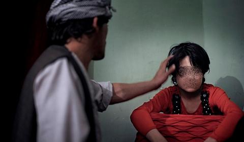 Afghanistan, la lotta per salvare bambini schiavi sessuali. I colpevoli spesso sono poliziotti