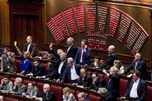 """Voto sì, voto no: due parlamentari Pd su tre sono a """"rischio vitalizio"""""""