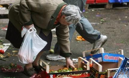 Oltre 5 milioni di poveri, 1,6 milioni stranieri. Metà al Sud