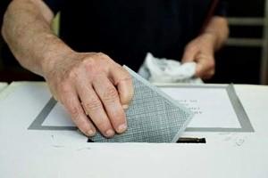 Roma - Referendum 2011 - Momenti di voto ad un seggio elettorale