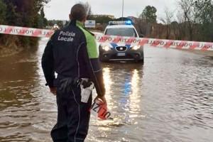 Maltempo, a Comacchio uomo di 70 anni muore colpito da albero