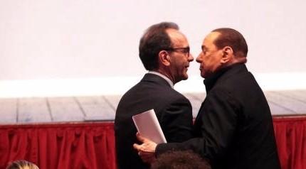 Berlusconi pensa a Polo moderato e ritrova Parisi. Fi verso congresso, la Lega stand-by
