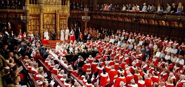 Governo britannico presenta progetto di legge per uscita dall'Ue. Martedì in Aula