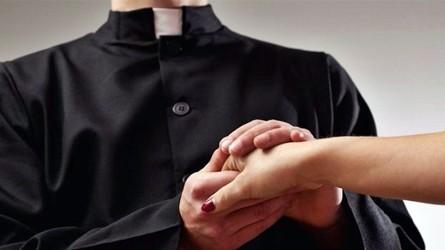Pedofilia, diocesi pubblica nomi 100 preti