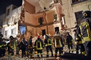 Catania, scoppia una bombola e crolla palazzina di tre piani: una vittima e quattro feriti