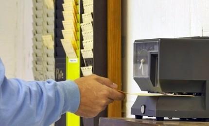 Tempi duri per furbetti del cartellino, dipendente verrà subito sospeso. Novità su partecipate