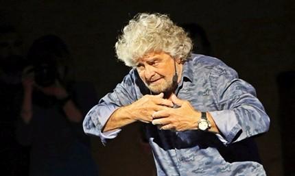 """Grillo, squadra di governo pronta prima delle elezioni. Show coi senatori: """"Ce la facciamo"""""""