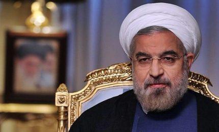 """Schiaffo dell'Iran a Trump: vietato ingresso ai nostri lottatori negli Stati Uniti. Rohani: il presidente è """"un principiante della politica"""""""
