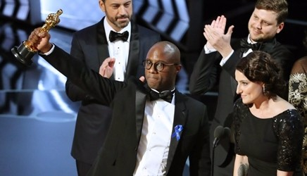 La notte degli Oscar, Moonlight miglior film con giallo. Sei statuette a La La Land