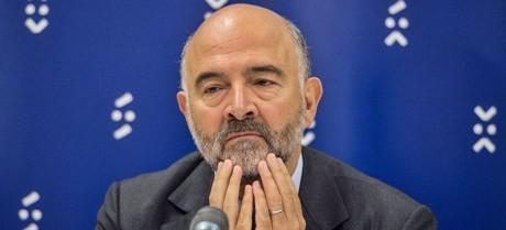"""L'Ue peggiora stime debito Italia. Moscovici: """"Debolezze strutturali frenano la ripresa"""". Il rapporto della Commissione potrebbe slittare"""