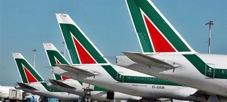 """L'Alitalia non decolla, Delrio: """"Ci sono problemi seri, siamo preoccupati"""". Traballa Montezemolo"""