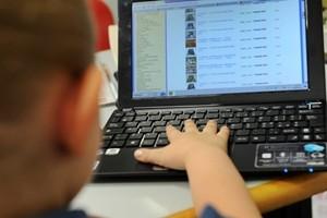 Internet, i rischi dei giovani sul web. Ecco il vademecum per i genitori