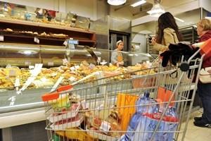 L'impennata dell'inflazione mette in crisi le famiglie. Crescono le spese alimentari