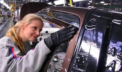 Auto, industria in fermento con il matrimonio Peugeot-Opel. L'incognita, reazione tedesca
