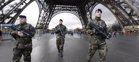 Lancia auto su fedeli fuori moschea Creteil, arrestato in Francia