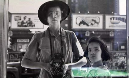 Autoscatti e Ny anni '50: è il mondo sconosciuto di Maier