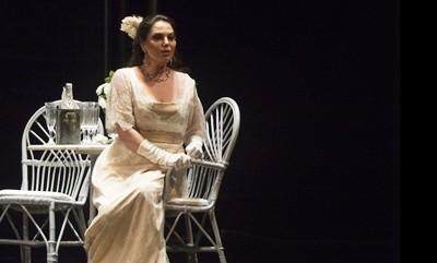 La Traviata al Massimo di Palermo, poi in Giappone