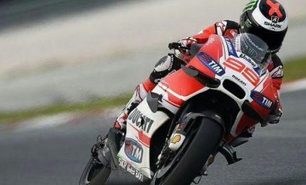 """Vince Lorenzo su Marquez e Rossi, cade Dovizioso. """"Vittoria fantastica"""""""