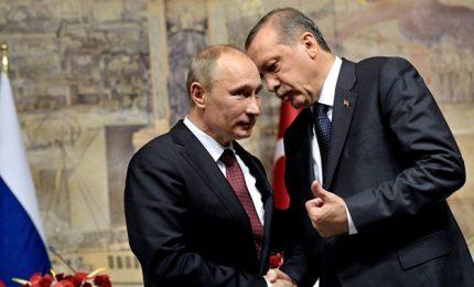 Putin corteggia i curdi in Siria, ma per Erdogan è un problema serio