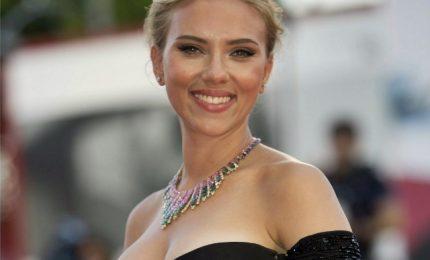 Scarlett Johansson maitresse in 'Rub & Tug' di Sanders