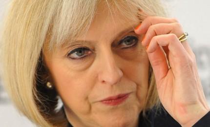 May conferma cinque ministri chiave. Sinistra Usa plaude laburista Corbyn