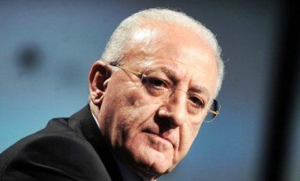 Sindaco di Napoli, firma accordi con De Luca è svolta istituzionale