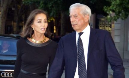 Vargas Llosa festeggia 81 anni e va in Perù con la nuova compagna