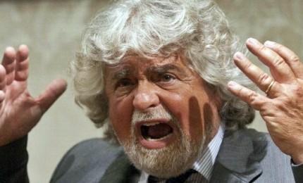 """L'ennesima giravolta di Grillo, ora il comico è """"pro-vax"""". E firma documento Burioni anche con Renzi"""