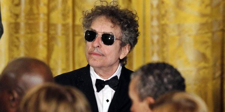 VIDEO Cambio di passo per Bob Dylan: ritirerà il Nobel