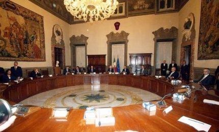 La manovra a Palazzo Chigi, la politica in campagna elettorale