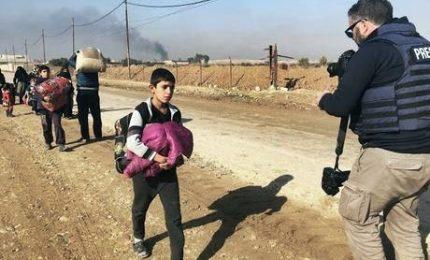 Dentro Mosul tra i rifugiati che lottano per il cibo. Oltre 600mila persone intrappolate nelle zone del Califfato