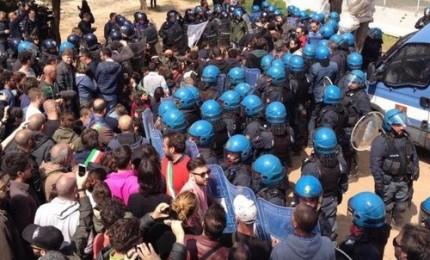Tensioni tra polizia e manifestanti a Melendugno. Emiliano: Regione e Comuni puntano a spostamento